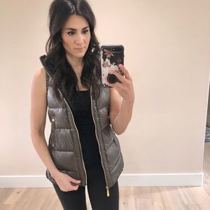 Grey/silver puffer vest with drawstring
